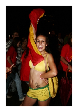 "WM-Fußballfan, aus dem Fotoessay ""Madrid"". (World Cup football fan, from the photo essay ""Madrid"")"
