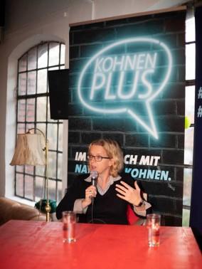 Natascha Kohnen (SPD), Spitzenkandidatin der bayerischen Sozialdemokraten für die Landtagswahl, beantwortet Fragen aus dem Publikum bei einer Wahlkampfveranstaltung in Fürth. (Natascha Kohnen (SPD), top candidate of the Bavarian Social Democrats for the state election, answers questions from the audience at a campaign event in Fürth.)